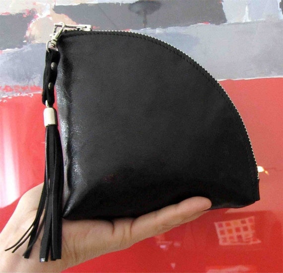 Leather   Q-bag clutch / zipper pouch / bag organizer / wristlet in black eco tanned calfskin