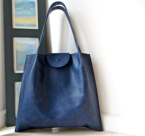 SALE  Tote / medium shopper in blue leather with a silver grey pigskin suede lining