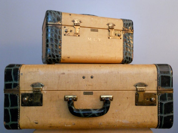 Fun vintage Luggage-Suitcase and makeup case
