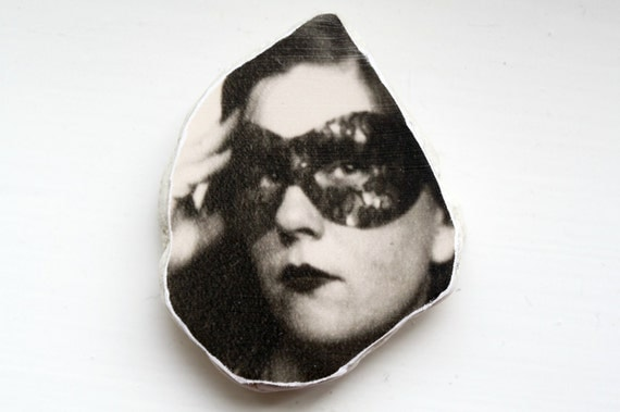 Masked Woman Photo Stone Augenblick Photo Avatar