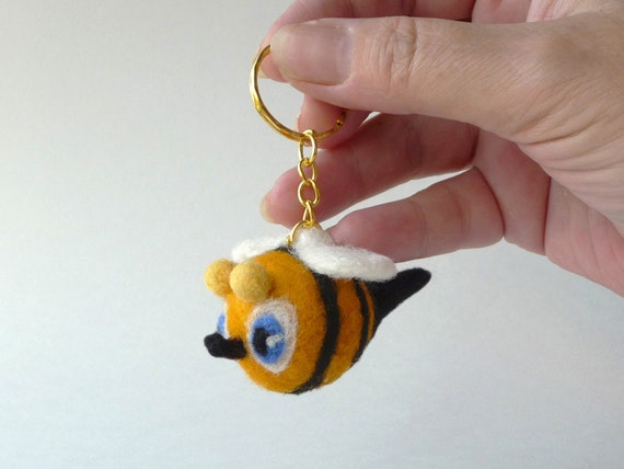 Blue-eyed bee key ring - needlefelted sculpture