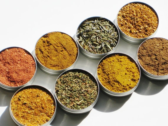 World Spice Kit - 8 exotic gourmet herbs & spices from around the world - 1 recipe included - cooking adventure - spice set for men / women