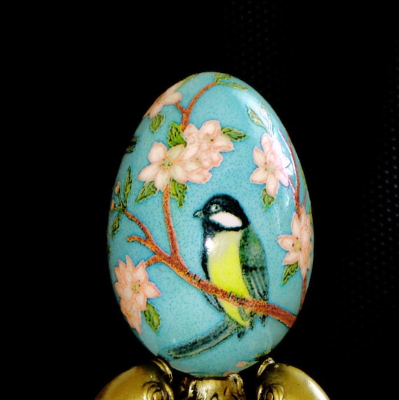 Birds on a blossoming tree. Goose egg. Pysanka.