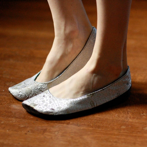 Size 7.5W Ready to Ship: Upturned Toe, Outdoor Pale Pewter Silk Shoes, with Recycled Rubber Soles