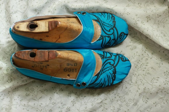 RESERVED On Sale Size 11, Ready to Ship, Round Toe Mary Jane Shoes, Electric Blue with Recycled Rubber Soles