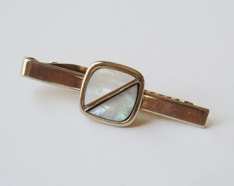 Vintage Gold Tone Tie Bar with Pearl Accent