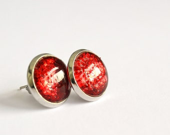 Sparkling red post earrings - round glass cabochon and glitters - medium size