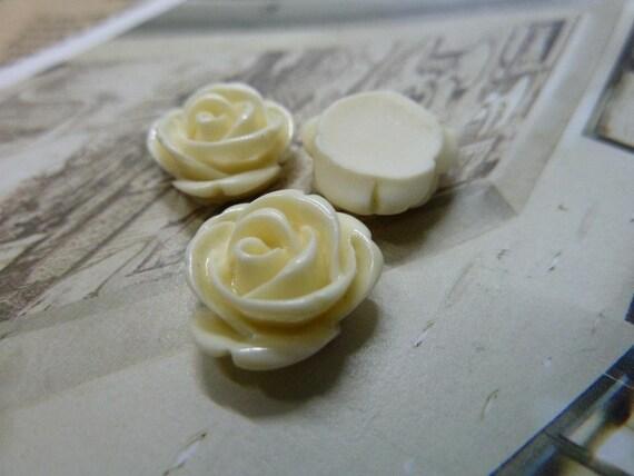 20pcs 12mm Cream Lovely Beautiful Resin chrysanthemum Rose Flower Cameo Cabochon Base Setting Pendants Charm Pendant c5432-15