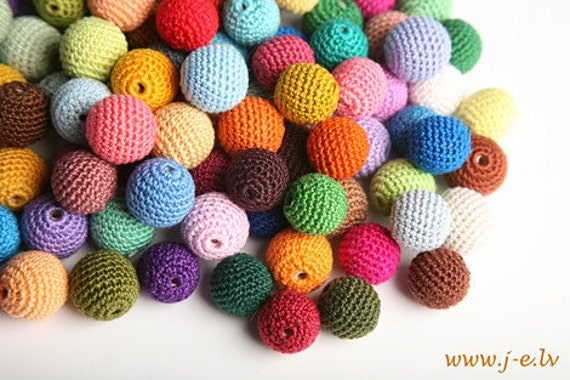 20 wooden round crochet beads balls for jewelry necklase making 2 cm cotton nature friendly - choose any color mix & match