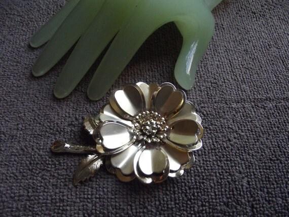 """Vintage 3 1/2"""" Large Goldtone Flower Pin"""