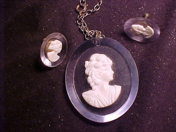 LOVELY Lucite Cameo Necklace & Earrings VINTAGE