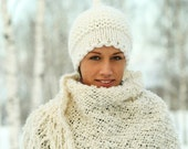 Natural White Hat by DMpics on Etsy