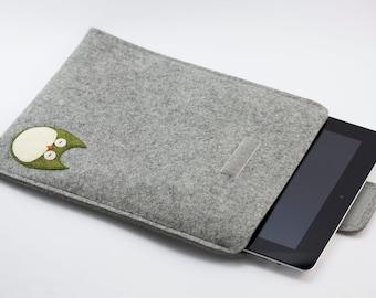 iPad, Playbook or Xoom Sleeve - 100% Merino wool - Gray with owl - Portrait