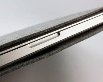 Mac Book Pro 15 inch Sleeve - 100% Merino Wool - Gray - Landscape