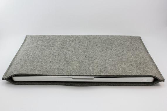 Macbook Pro 13 inch Sleeve - 100% Merino wool - Gray - Landscape