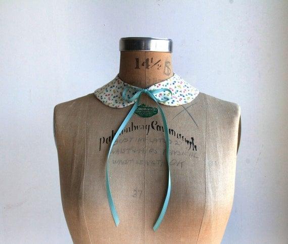 Calico Print Peter Pan Collar . Ribbon Ties . Fabric Necklace . Detachable . Handmade by Vera Vague
