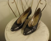 vintage 90's leather two tone ferragamo pumps- grey and slate size US women's 8