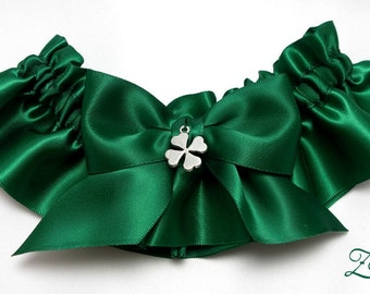 Wedding garter - bridal garter - emerald green garter with four leaf clover - green garter - emerald green irish garter - shamrock garter