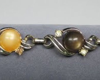 Vintage Bracelet with Gold Tone Links that Contains Lucite Thermoset and Citrine Rhinestones