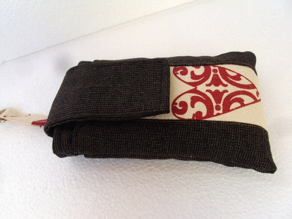 Valentines gift - iPhone/ipod sleeve in blackish brown with heart and Felt