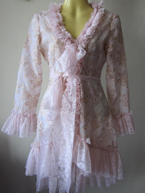 she's a sweet vintage inspired jacket....SMALL