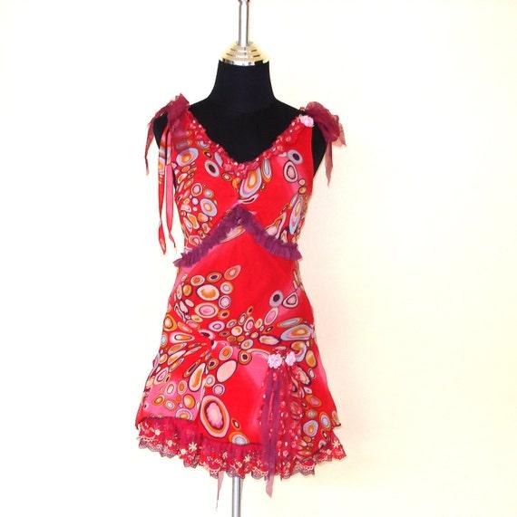 gorga flirty little party dress...vibrant chiffon print,ruffles of lace and roses...
