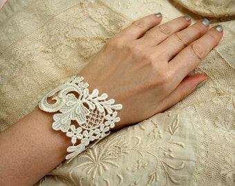 lace bracelet cuff - wedding bracelet lace - NONI- (vintage white)