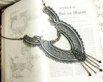 lace necklace -EMMA- (ombre sage grey)