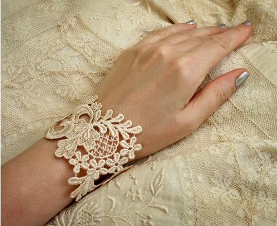 lace bracelet cuff -NONI- (vintage blush)