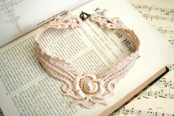lace necklace -DEBORAH- vintage blush