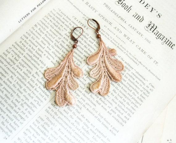 lace earrings -LORI- ombre ecru