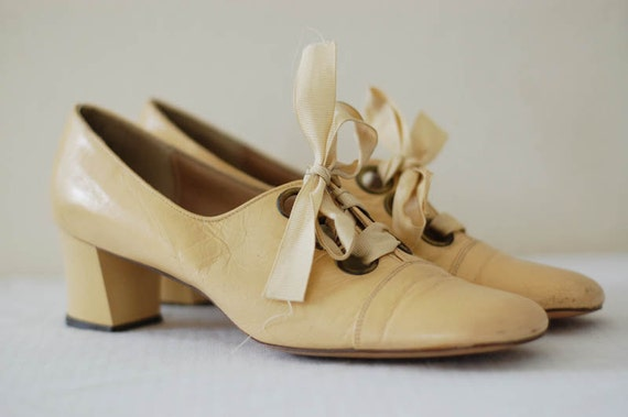 vintage 1960s mod lace up oxfords
