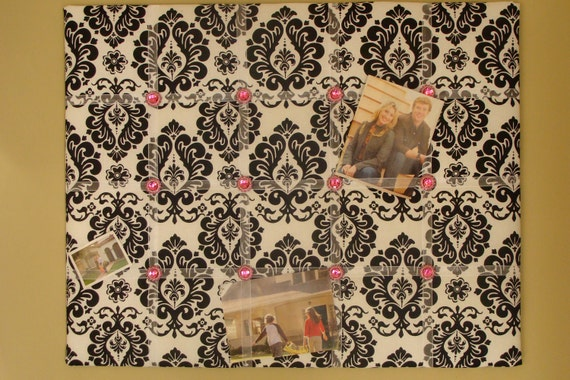 """DELUXE - Wedding Photo Display Board -  Black and White Damask & Fuscia  Buttons / Large 25"""" x 20"""""""