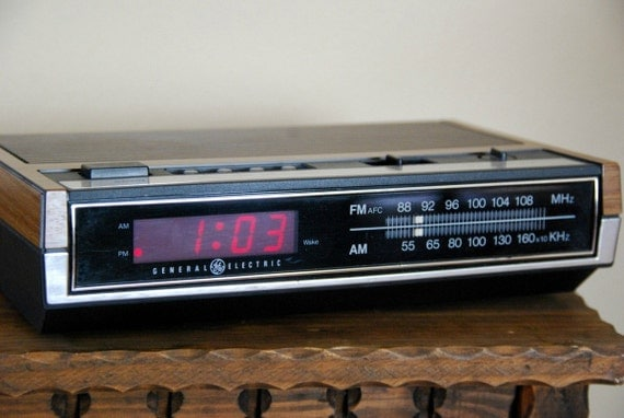 vintage general electric alarm clock radio by vintagegrove on etsy. Black Bedroom Furniture Sets. Home Design Ideas