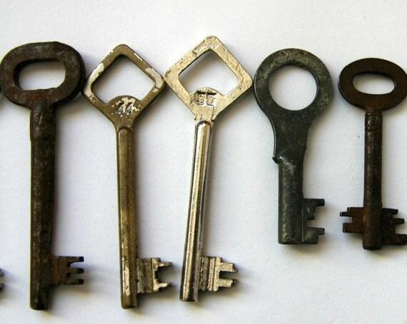 SALE /// Lot of 9 Vintage Soviet Metal Skeleton Keys