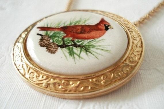 """Vintage AVON Crimson Crest Cardinal / Porcelain Necklace or Brooch / 18"""""""