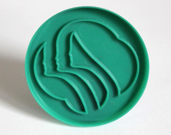 Vintage Round Girl Scouts Green Plastic Cookie Cutter