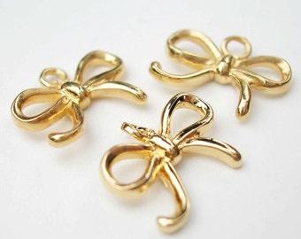 One Gold Vermeil Bow / Ribbon Charm 11 x 8mm