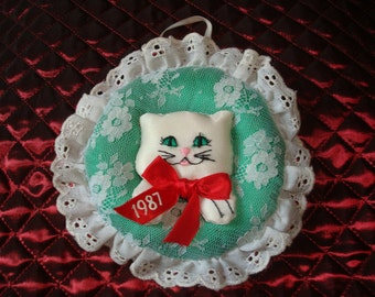 Fancy Feast Vintage 1987 Ornament