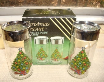 Christmas Treasure Vintage Salt and Pepper Set