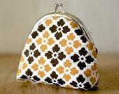Vintage reclaimed 1960s fabric kisslock coin purse