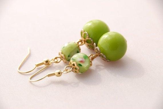 green beaded dangle earrings, vintage beads, retro style