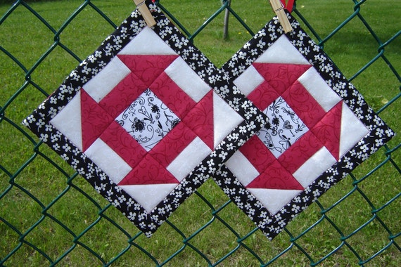 Quilted Potholders (Pair) Black, White and Red
