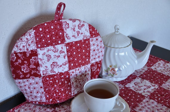 Quilted Tea Cozy, Classic Red & White Tea Cosy