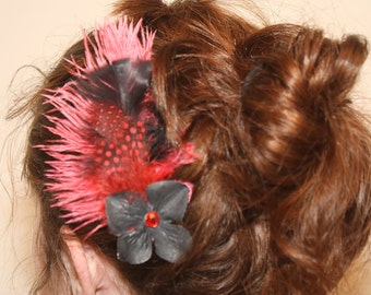Red and Black Burlesque Feather Hair Comb