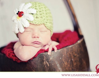 Girls daisy hat with ladybug - spring baby hat - baby daisy hat - girls daisy hat - crochet baby hat - photo prop - made to order
