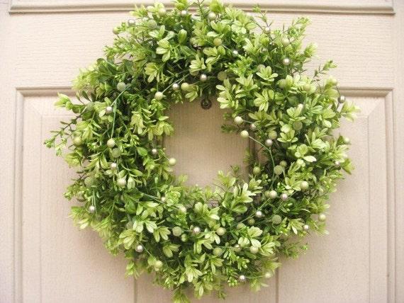 Christmas Door Wreath - Boxwood with Pearl Berries