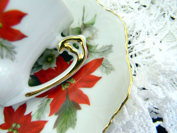 Royal Ann Demitasse China Teacup Tea Cup and Saucer - Poinsettia USA 7810