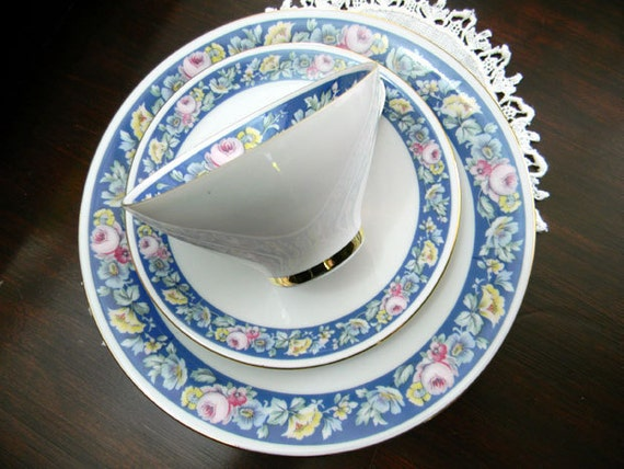 Seltmann Weiden Trio Footed Teacup Saucer and Side Plate - Bavaria Germany - Damaged 7820