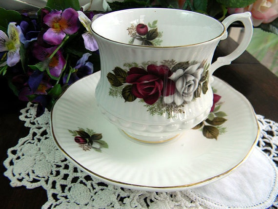 Royal Minster Red and White Roses Teacup Tea Cup and Saucer 6009